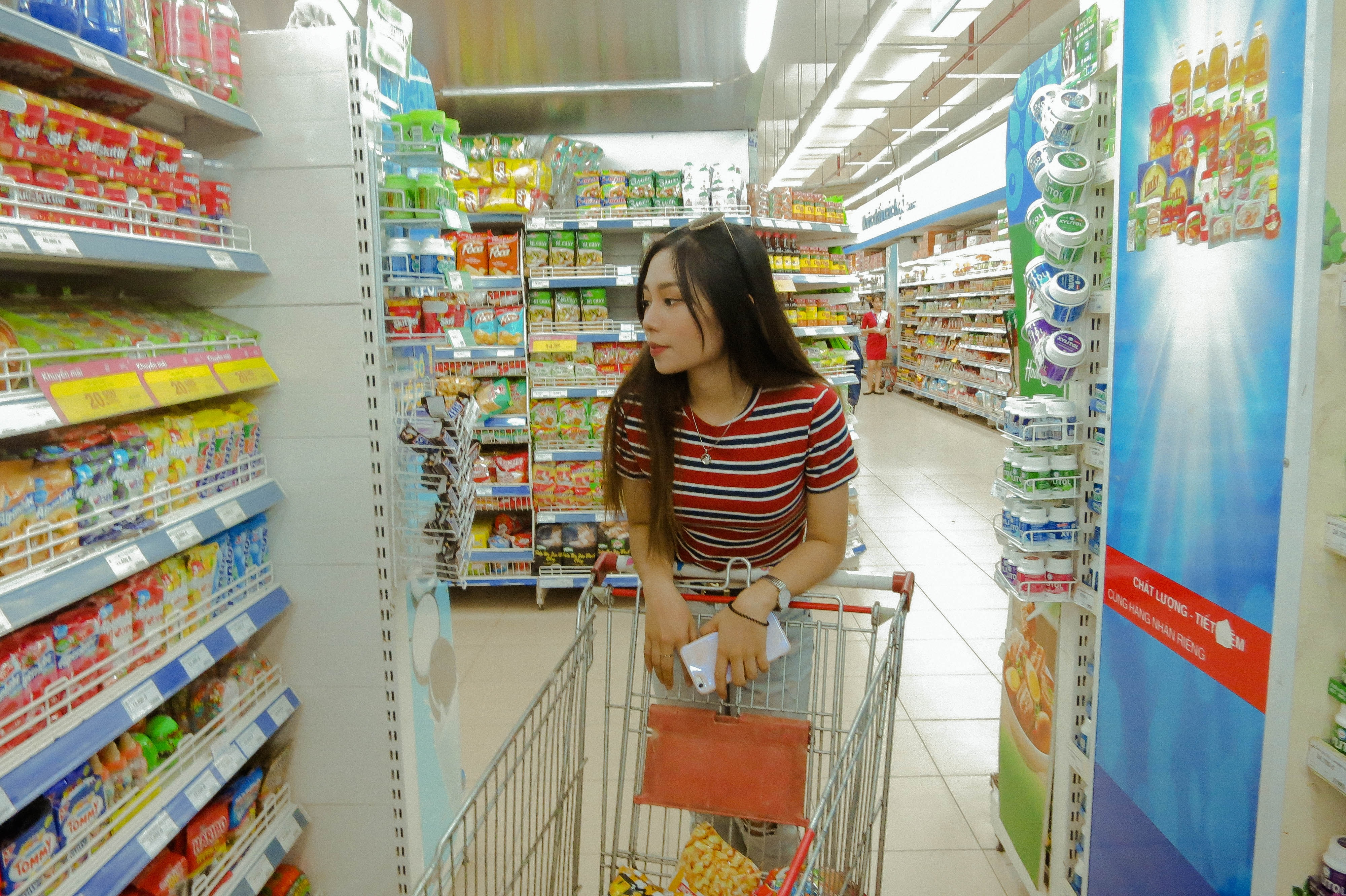 More Merchants Are Checking Out Cashierless Store Systems