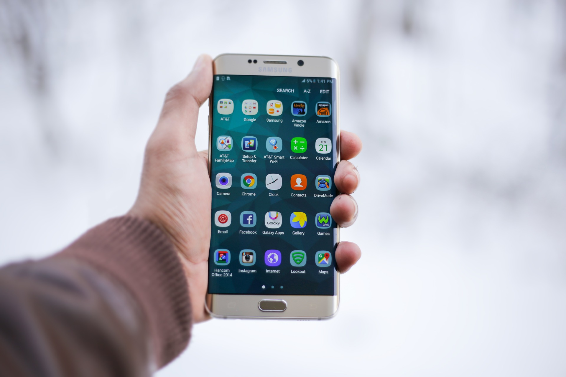 Mobile Apps Are One of Three New Challenges Impacting Cash Use: